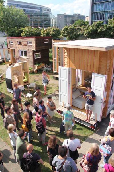 gratis in berlin f hrung rundgang tiny houses bauhaus campus berlin. Black Bedroom Furniture Sets. Home Design Ideas