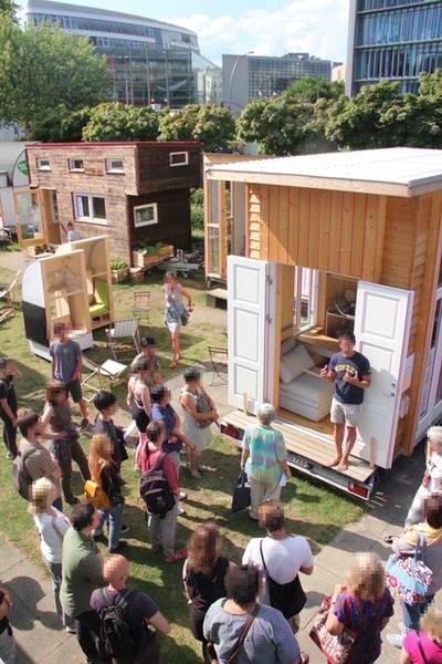 gratis in berlin f hrung rundgang tiny houses bauhaus campus berlin. Black Bedroom Furniture Sets. Home Design Ideas
