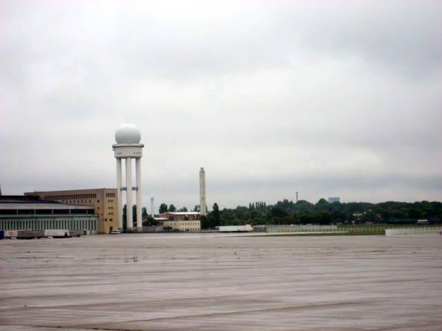 Gratis in berlin tag der offenen t r flughafen tempelhof for Tag der offenen tur berlin