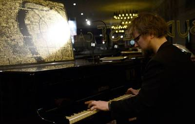Live Klavierklänge im Budapest Calling Weinbar / Restaurant