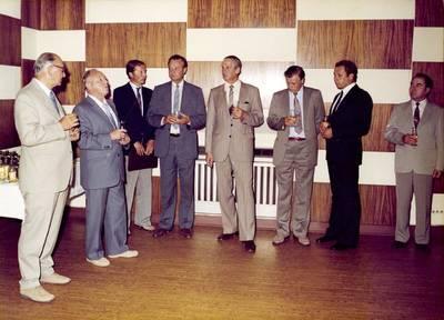Heinz Felfe und Erich Mielke (1. und 2. von links) bei einer Feier anlässlich der Auszeichnung von Dokumentarfilmern im Informationszentrum des MfS am Weidendamm , Quelle: BStU, MfS, BdL, Fo, Nr. 204, Bild 7