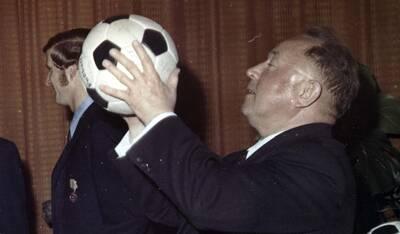 Erich Mielke bei einer Veranstaltung der Sportvereinigung Dynamo, 80er Jahre; Quelle: BArch, MfS, SdM, Fo, Nr. 186, Bild 5.