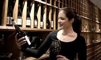 Professionelle Weinberatung im Budapest Calling Weinbar / Re...