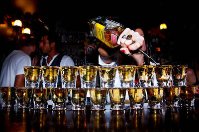 SHOTS ON THE ROCKS - Barkeepers Surprise @ Toast Hawaii