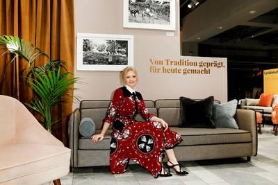 Jennifer Ulrich Fotoausstellung ADORE&ENDURE bei Sofacom...