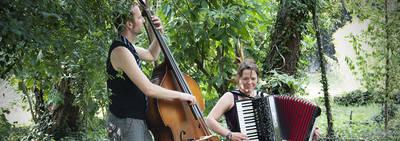 Akobastra – Melodien und Tänze aus allen Windrichtungen