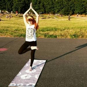 Yoga auf dem Tempelhoferfeld