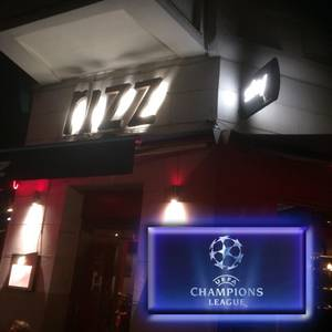 Real Madrid - PSG parallel Porto - Liverpool UCL in Kreuzber...