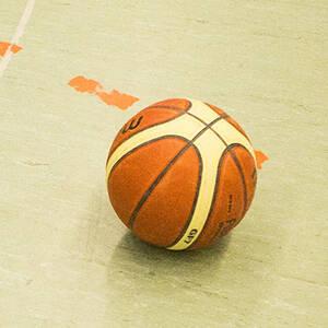Basketball-Spielen in Neukölln