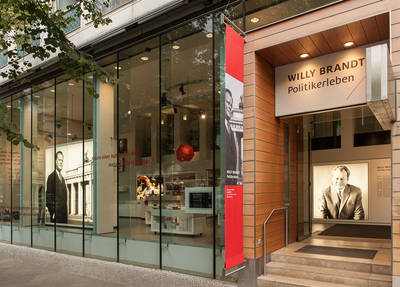 """Öffentliche Führungen durch die Ausstellung """"Willy Bran..."""