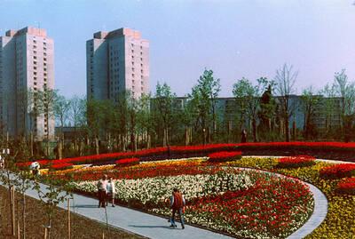 Historische Ansicht des Blumenrondells im Ernst-Thälmann-Park