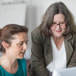 Kostenlose Weiterbildung für Frauen, die in die Computerarbe...