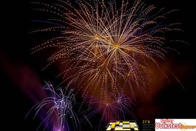 Feuerwerke beim Berliner Volksfestsommer samstags bis Mitte ...