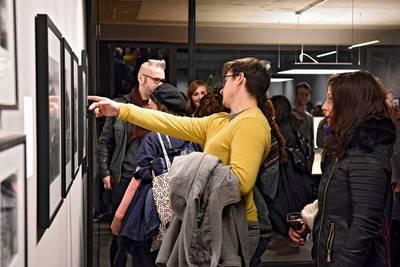 FOTO-FÜHRUNG durch die Ausstellung IDENT•I•GRATION