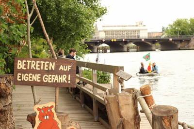 Holzmarkt Strandbar & Mörchenpark am Spreeufer – ehemali...