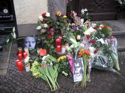 David Bowies Haus in Hauptstraße und mehr Bowie Gedenken in ...