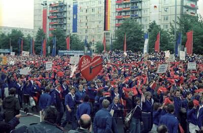 FDJ- Massenkundgebung zum Feierlichkeiten zum Nationalen Jugendfestival der DDR 1984