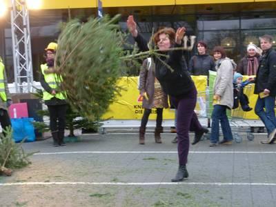 Weihnachtsbaumwerfen Weihnachtsbaumweitwurf-Meisterschaften