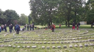 Labyrinth in der Hasenheide & Mitsingkonzert