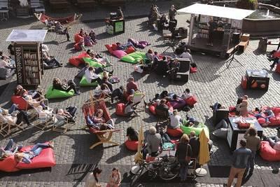 StadtLesen 2019 – Open Air Lese-Wohnzimmer auf Bebelplatz