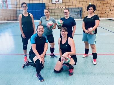 Volleyball Frauen bei Vorspiel